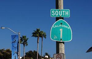 Skylt på Higway 1 mellan San Francisco och Los Angeles